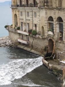 Napoli_-_Palazzo_Donn'Anna3